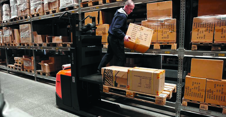 Semi-automated order picking in the warehouse