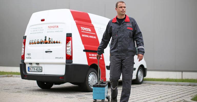 Servicetekniker med værktøjskasse
