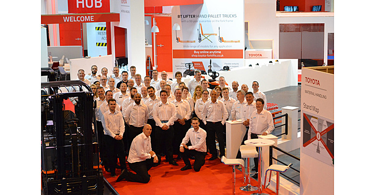 IMHX show stand team