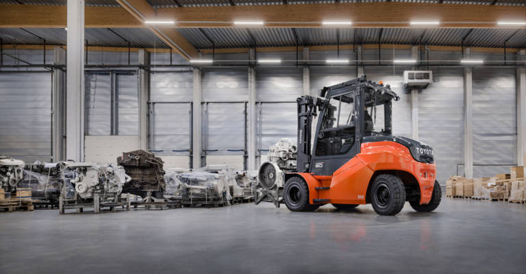 Toyota Traigo80 heavy duty forklift working inside