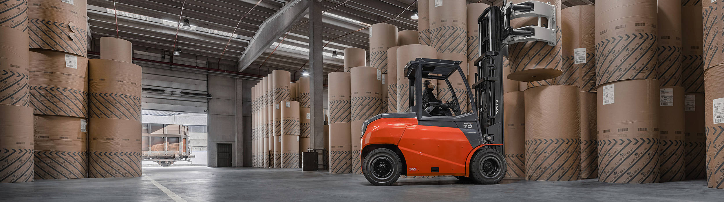 The new Traigo 80 heavy-duty electric counterbalance forklift excels in performance, manoeuvrability and efficiency.