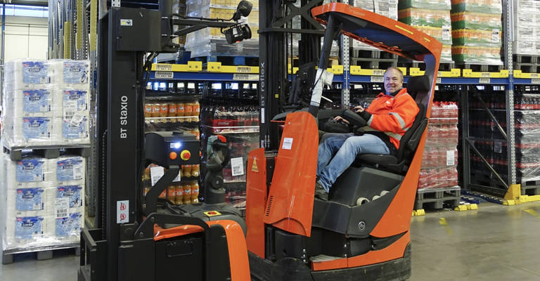 The forklift drivers and AGVs work together in a busy environment.