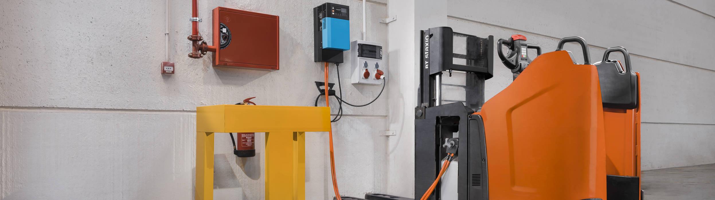Litiumjon är en nyare typ av batteri, men som till skillnad från det traditionella blysyrabatteriet har en mycket högre energidensitet och kan därför lagra och ladda energi mycket snabbare.