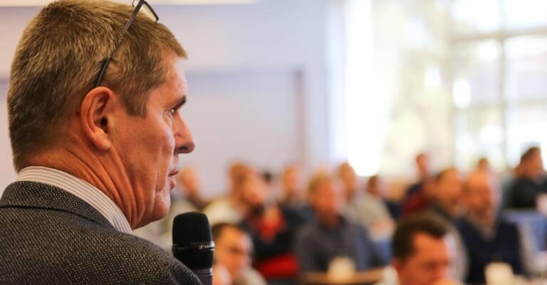 Aleš Hušek přednáší na workshopu Toyota Solutions Academy o automatizaci a řešeních