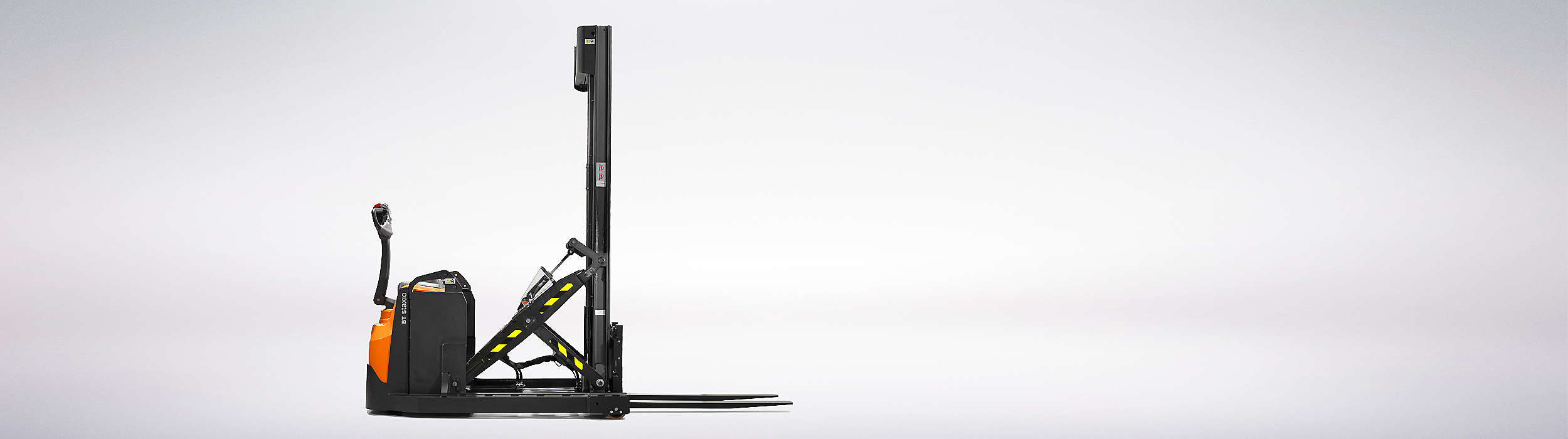 SWE & SPE XR(D)series - Compact as a stacker, flexible as a reach truck.