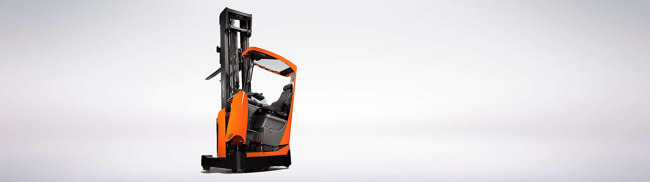 La BT Reflex Serie E con cabina inclinable única para la máxima comodidad del conductor.