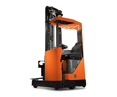 Reach truck in narrow space