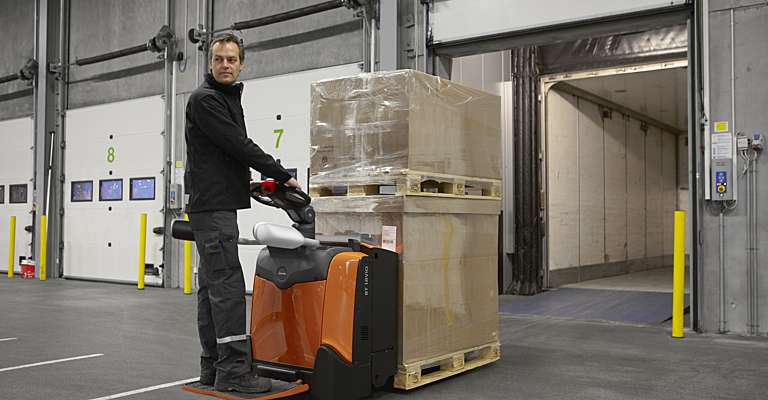 BT Levio platform powered pallet truck