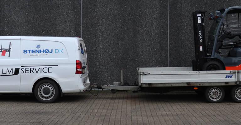 Toyota gaffeltruck på trailer