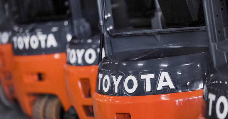 Detailný záber na vozíky Toyota